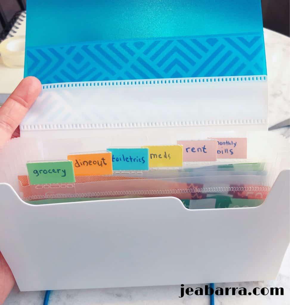 using expanding file folder to organize money